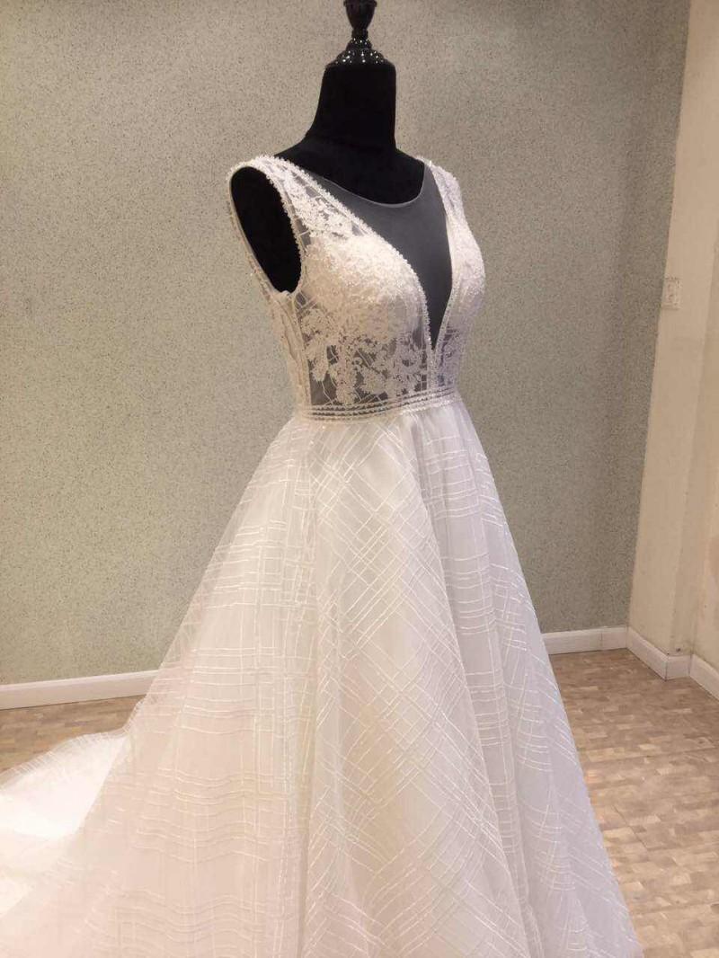 Backless Wedding Dresses Sleeveless Bridal Gown